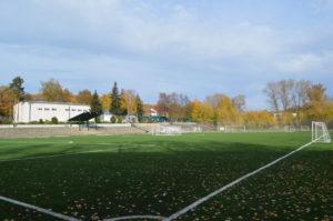 Футбольное поле с искусственным покрытием 94 на 64 метра
